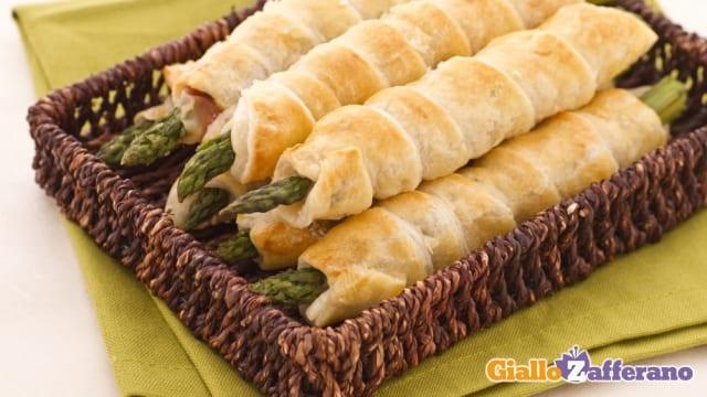 asparagi in sfoglia con crudo